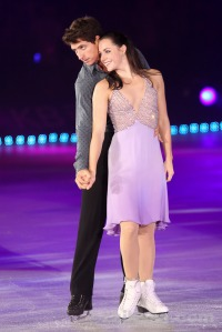 I-wanna-hold-your-hand-tessa-virtue-and-scott-moir-24877776-667-1000